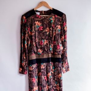 Dresses & Skirts - Floral Pleated Dress